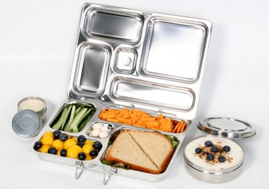 PLANETBOX-with-food-and-dippers-537x377