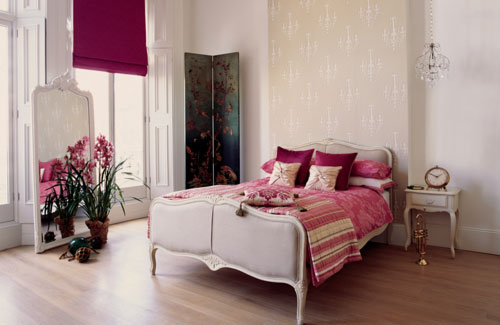 bedroom-with-bright-curtains