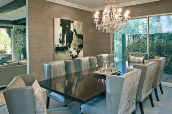 dining-room-with-luxury-chandelier