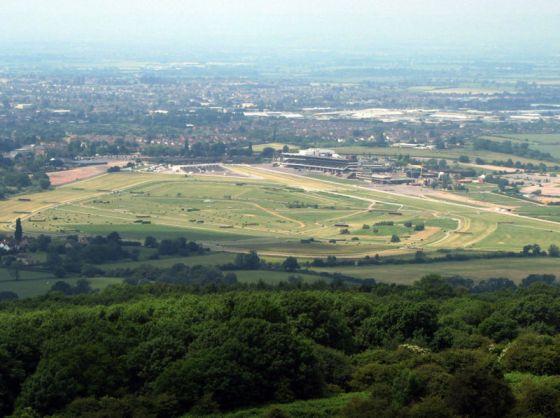 800px-Cheltenham.racecourse.arp