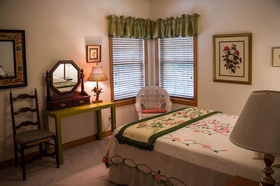 bedroom-374982_640